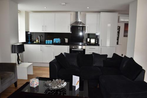 Chelsea Bridge Apartments - image 8