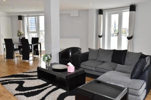Chelsea Bridge Apartments - image 13