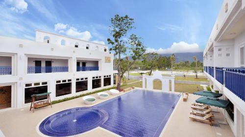 . J Resort
