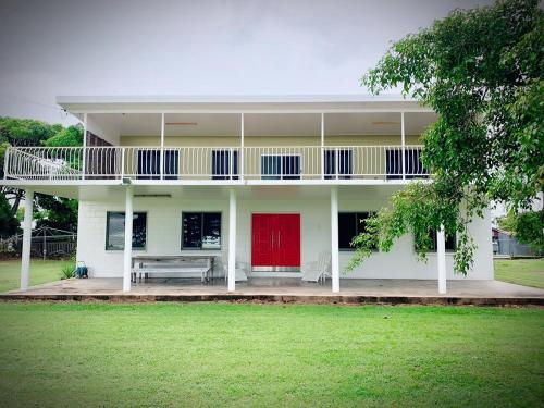. Holiday Rental - Huge House With Beach Views