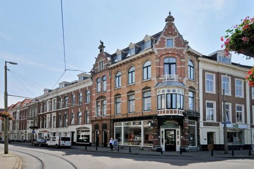 Sebel, Pension in Den Haag