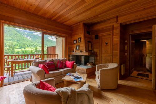 La Cabane de Serre-Chevalier, dans un esprit chalet, commune de Le Monêtier-les-Bains Serre Chevalier Le Monetier-Les-Bains