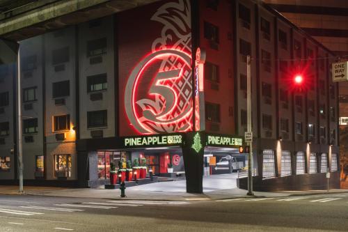 Staypineapple Hotel FIVE Downtown Seattle - Seattle, WA WA 98121