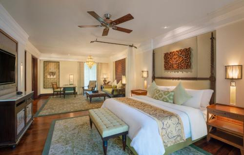 St Regis Pool Suite, 1 King, Airport Transfer