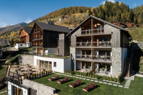 Les Dolomites Mountain Lodges - Accommodation - San Martino in Badia