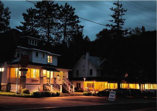 . Miners' Bay Lodge