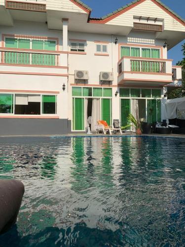 4 Bedroom Beachfront Pool House 4 Bedroom Beachfront Pool House