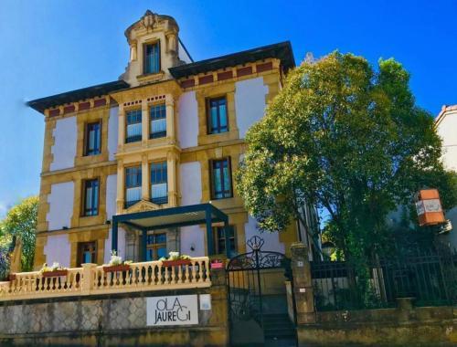 . Hotel Olajauregi