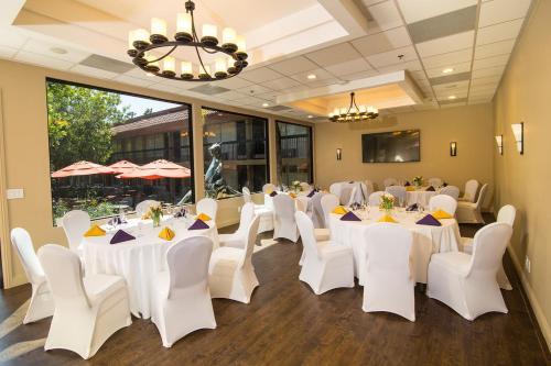 Palm Garden Hotel - Newbury Park, CA CA 91320