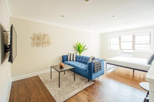 . Studio in the City, Walk to shops Free Parking