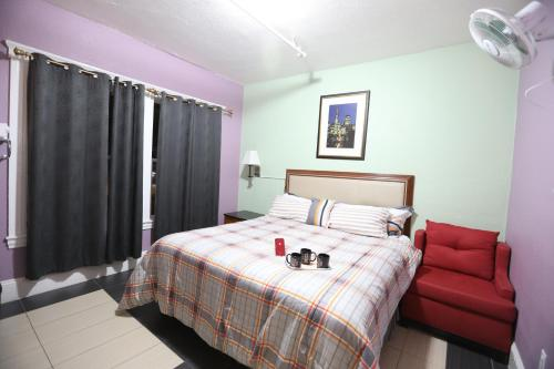Cameră King Economy cu baie comună  (Economy King Room with Shared Bathroom)