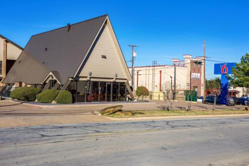 . Motel 6-Arlington, TX - UTA