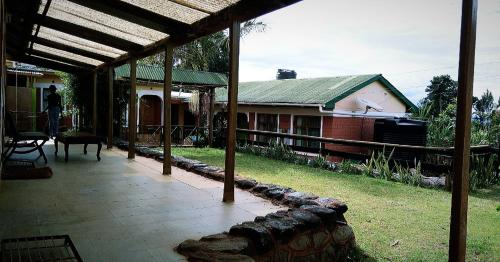 Too Guesthouse-Iten