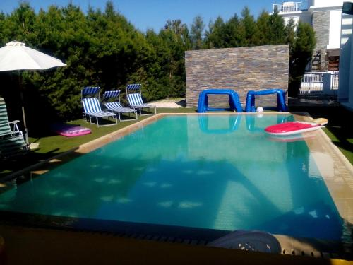 Luxury Villa Faros-Pervolia