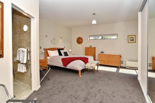 . The Apartment Within - Christchurch Holiday Homes