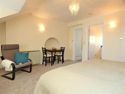 . Central Littlehampton Apartments