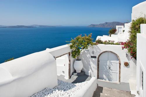 Oia, 84702, Santorini, Greece.