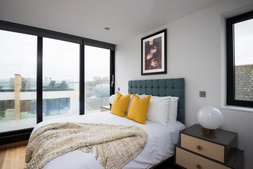 Two-Bedroom on Gifford Street Apt 8 in United Kingdom