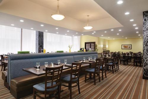 Radisson Hotel Fresno Conference Center - Fresno, CA CA 93721