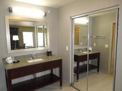 Hampton Inn Suites Elyria - Elyria, OH 44036