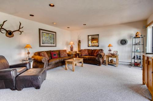 . 3 Br Unit With Fireplace & Mountain Views Condo