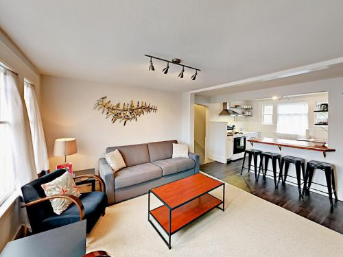 . 1302 N 49Th St Apartment Upper Unit Apts