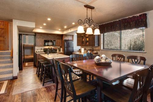 Red Pine Rental at The Canyons Base Townhouse - Park City