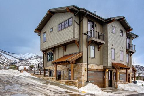 3815 Blackstone Drive Townhome Townhouse Main image 2