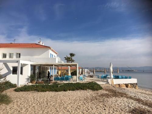 Hôtel Lido Beach - Hôtel - Hyères