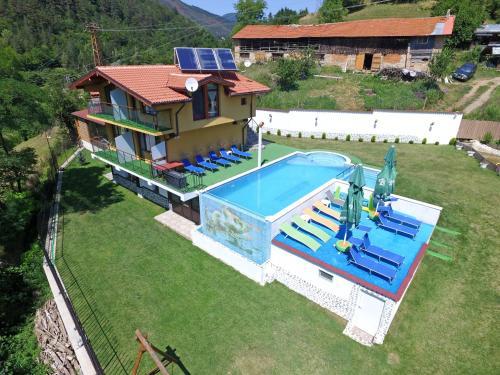 Къща за гости Суни Транс - Accommodation - Smolyan