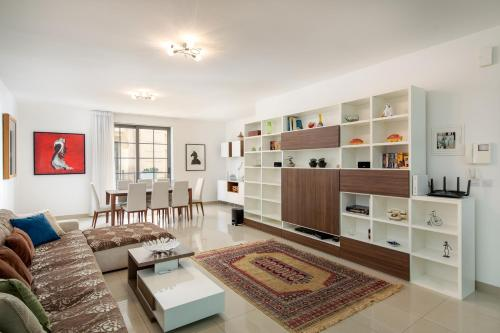 Belmonte Heights - Luxury 3 Bedroom Apartment