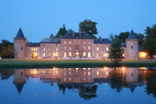 Kasteel-overnachting met je hond in Le Domaine Chateau du Faucon - Donchery