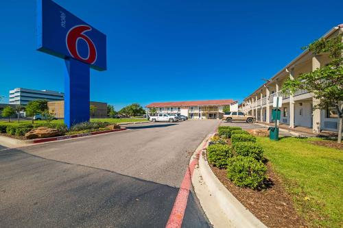 Фото отеля Motel 6 Farmers Branch