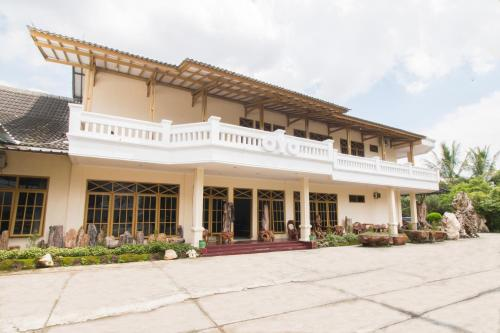 . OYO 688 Grand Pakidulan Hotel