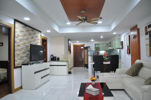 Appartement 4 Centre de Patong tres calme, a 150m du Junceylon a 300 Appartement 4 Centre de Patong tres calme, a 150m du Junceylon a 300m de la plag
