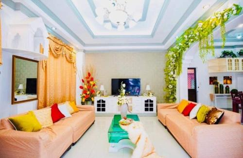 Spacious! 5Br Furnished House (15-18Pax)