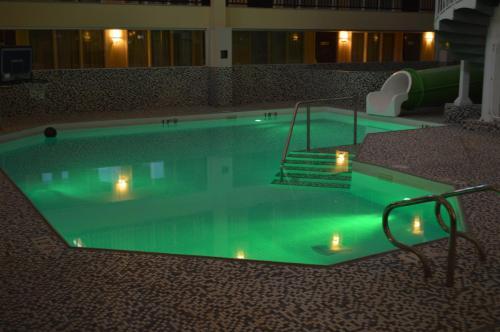 Coast Nisku Inn & Conference Centre - Nisku, AB T9E 7N1