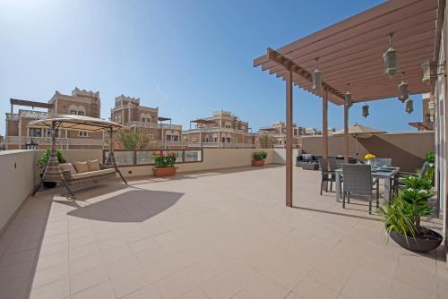 Experience Resort Lifestyle 2 BR Huge Open Terrace