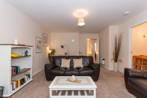 . Central St Andrews 2 Bed Apartment - Free Parking
