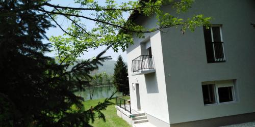 . Kuća-Zvorničko jezero