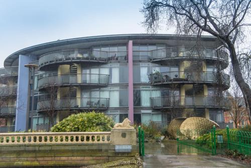 Luxury Apartment With Balcony 2