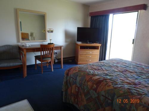 Hospitality Inn - image 3
