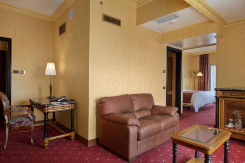 King Hilton Corner Suite