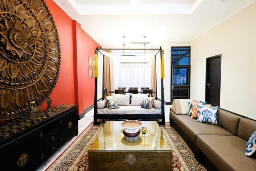 Baan Khun Nai Thonglor (Thai Luxury Villa) Baan Khun Nai Thonglor (Thai Luxury Villa)