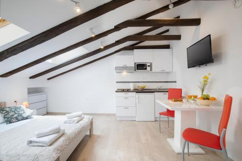 Central square Apartments, Pension in Pula