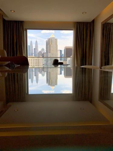 Deluxe KLCC View 2Bedroom w Big Big Balcony A93B, Kuala Lumpur
