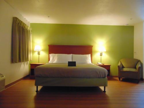 . Travel Inn & Suites
