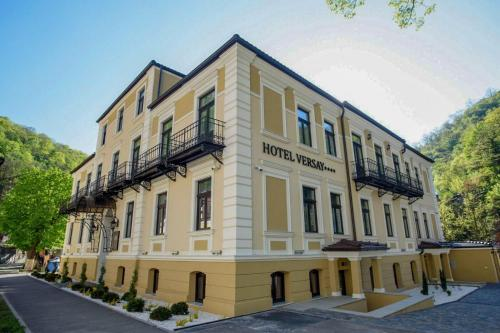 . Hotel Versay