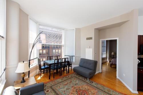 Loop And Grant Park - 3 Bedrooms With 2 Bathrooms