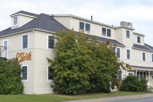 . Colony Inn